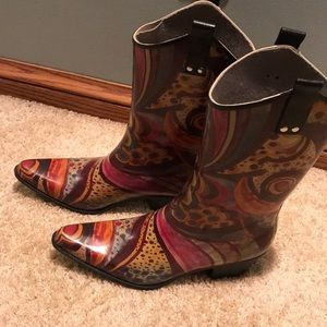 Rain boots purchased In Nashville. Good condition